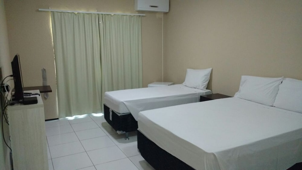 https://i.travelapi.com/hotels/23000000/22680000/22671200/22671151/6797aaa0_z.jpg
