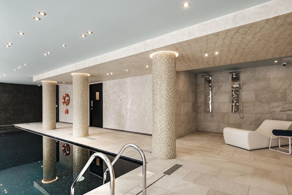 https://i.travelapi.com/hotels/23000000/22690000/22681400/22681365/0787e3f1_z.jpg