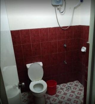 ENRIQUEZ PENSION HOUSE Bathroom