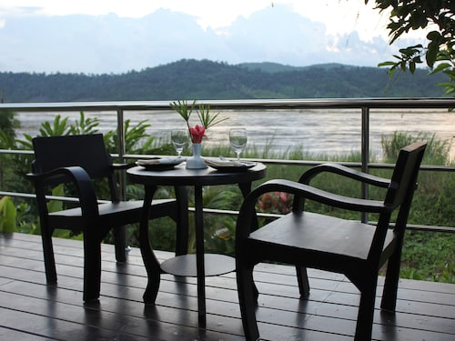 . Mekong Riverside Resort & Camping