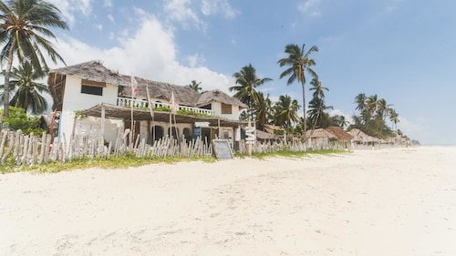 Uhuru Beach Hotel, Kusini
