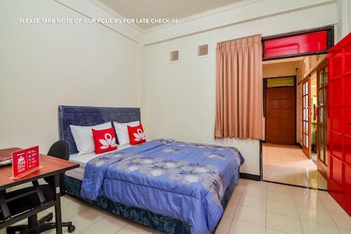 ZEN Rooms Basic near BTC, Tangerang Selatan