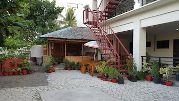 SPACIOUS PRIVATE APARTMENT AT LAORENZA RESIDENCES Courtyard