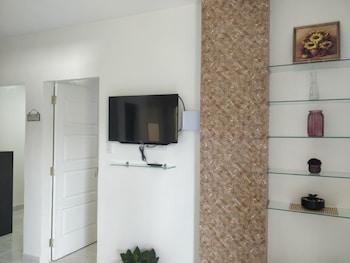 SPACIOUS PRIVATE APARTMENT AT LAORENZA RESIDENCES Living Room