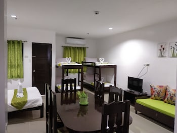 SPACIOUS PRIVATE APARTMENT AT LAORENZA RESIDENCES Living Area