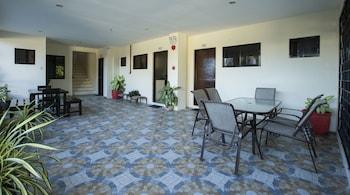 SPACIOUS PRIVATE APARTMENT AT LAORENZA RESIDENCES Terrace/Patio