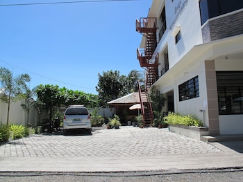 SPACIOUS PRIVATE APARTMENT AT LAORENZA RESIDENCES Exterior