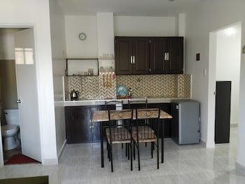 SPACIOUS PRIVATE APARTMENT AT LAORENZA RESIDENCES Private Kitchenette