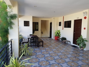 SPACIOUS PRIVATE APARTMENT AT LAORENZA RESIDENCES Terrace/Patio