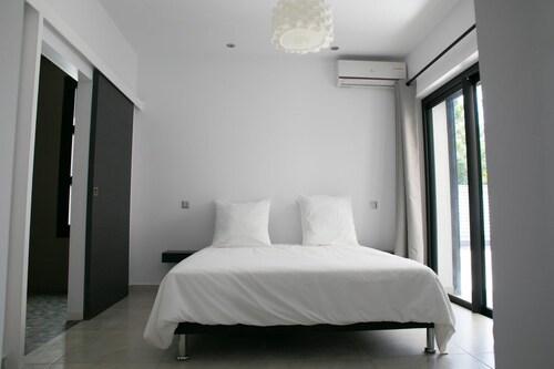 House With 3 Bedrooms in La Ligne-des-bambous, With Pool Access, Enclo, Saint-Pierre