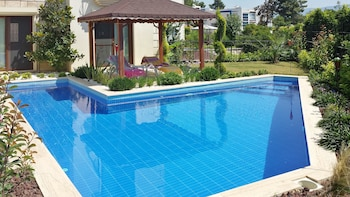House With 4 Bedrooms in Kuşadası, With Private Pool and Enclosed Gard