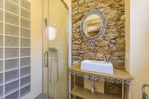 Villa With 4 Bedrooms in Quelfes, With Wonderful sea View, Pool Access, Olhão
