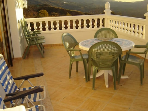 House With 4 Bedrooms in Yegen, With Wonderful Mountain View and Furni, Granada