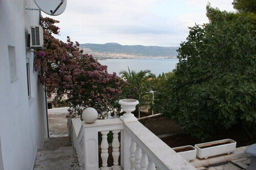 Apartment With one Bedroom in Mastrinka, With Wonderful sea View, Encl, Trogir