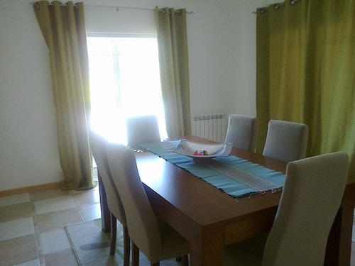 3 Bedroom House in Viseu, With Wonderful Mountain View and Garden 60 k, Viseu
