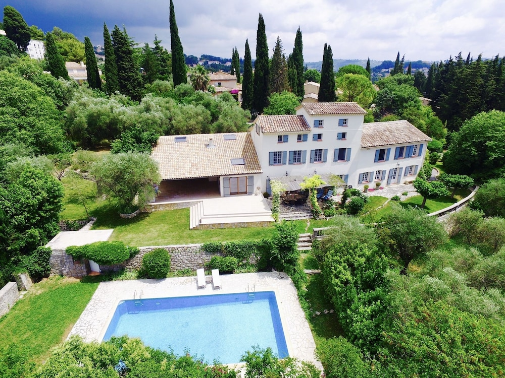 Villa With 5 Bedrooms in Grasse, With Wonderful Mountain View, Private Pool, Enclosed Garden - 16 km