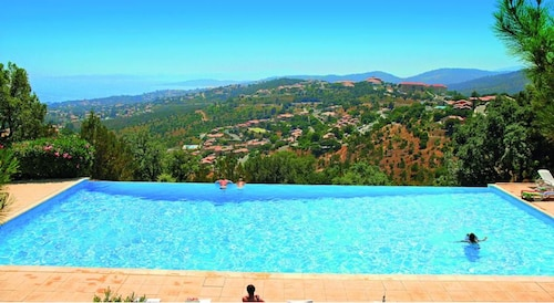 Apartment With 2 Bedrooms in Roquebrune-sur-argens, With Wonderful sea, Var