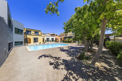 Villa With 3 Bedrooms in Quelfes, With Wonderful sea View, Pool Access, Olhão