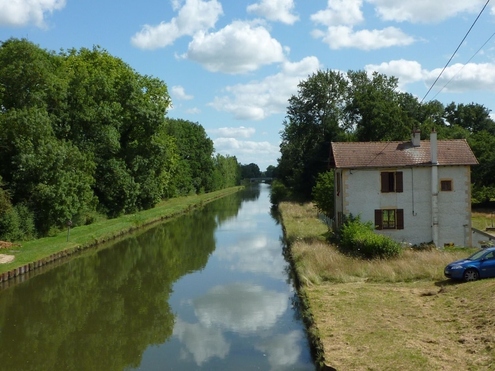 Apartment With one Bedroom in Bourg-le-comte, With Furnished Garden