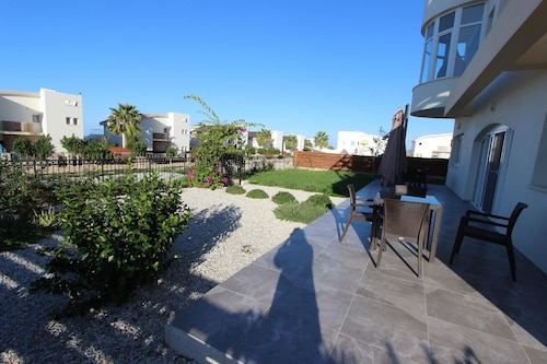 Villa With 5 Bedrooms in Tatlisu, With Pool Access, Enclosed Garden an,