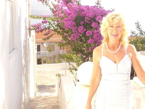 Studio in Mastrinka, With Wonderful sea View, Enclosed Garden and Wifi, Trogir