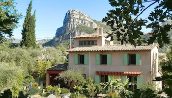 Villa With 4 Bedrooms in La Gaude, With Wonderful Mountain View, Priva