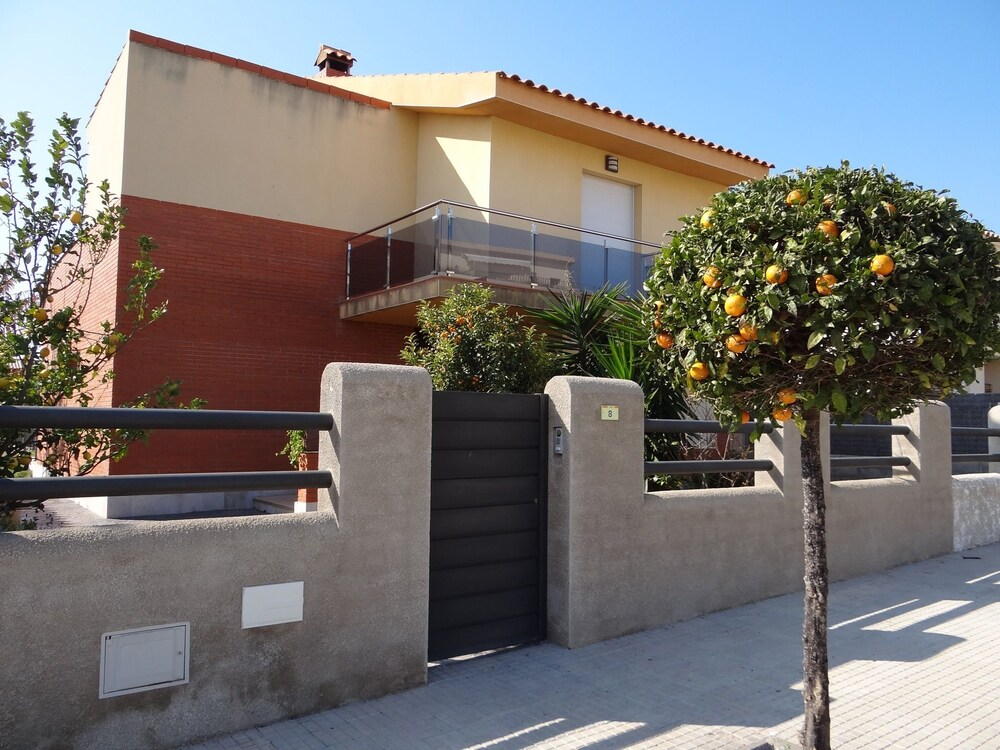 House With 4 Bedrooms in L'ampolla, With Wonderful Mountain View, Enclosed Garden and Wifi - 500 m F