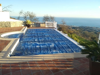 Villa With 3 Bedrooms in Sayalonga - Málaga, With Wonderful Mountain V