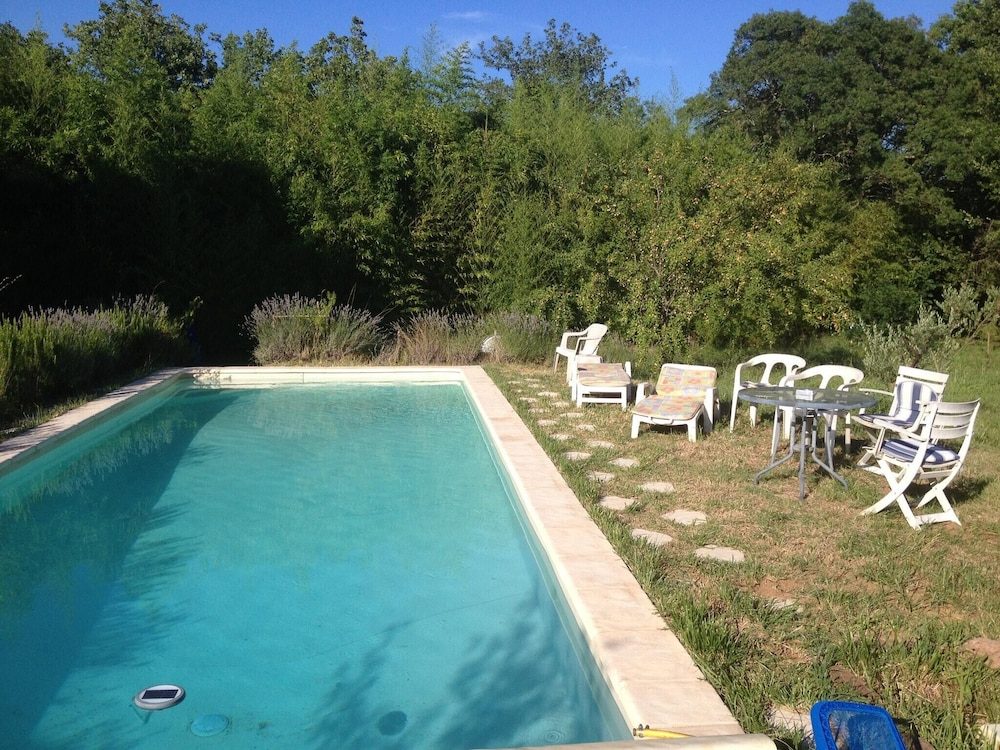 House With 2 Bedrooms in Gonfaron, With Wonderful Mountain View, Pool Access and Enclosed Garden