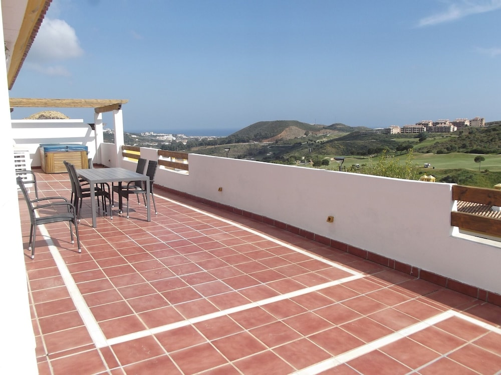 Apartment With 2 Bedrooms in Cala de Mijas, With Pool Access and Wifi - 3 km From the Beach