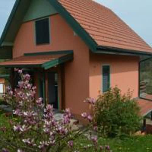 House With 2 Bedrooms in Jarce Polje, With Enclosed Garden and Wifi, Netretić