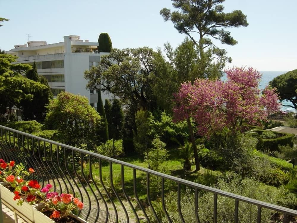 Studio in Cannes, With Wonderful sea View, Enclosed Garden and Wifi - 250 m From the Beach