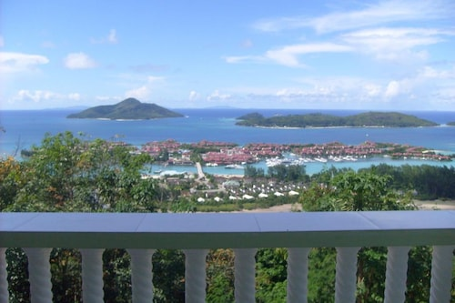 Villa With 2 Bedrooms in Victoria, With Wonderful sea View, Enclosed G,