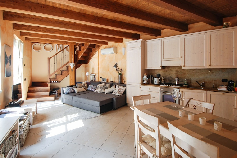 Apartment With 2 Bedrooms in Como, With Terrace and Wifi - 1 km From the Beach