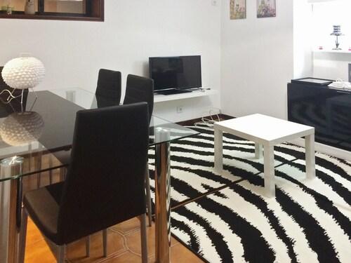 Modern 1-bedroom Apartment Just Outside of Porto With 2 Terraces and V, Vila Nova de Gaia
