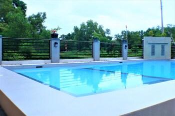ZEN ROOMS GREENFIELDS INN BOHOL Outdoor Pool