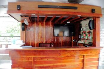 ZEN ROOMS GREENFIELDS INN BOHOL Hotel Bar