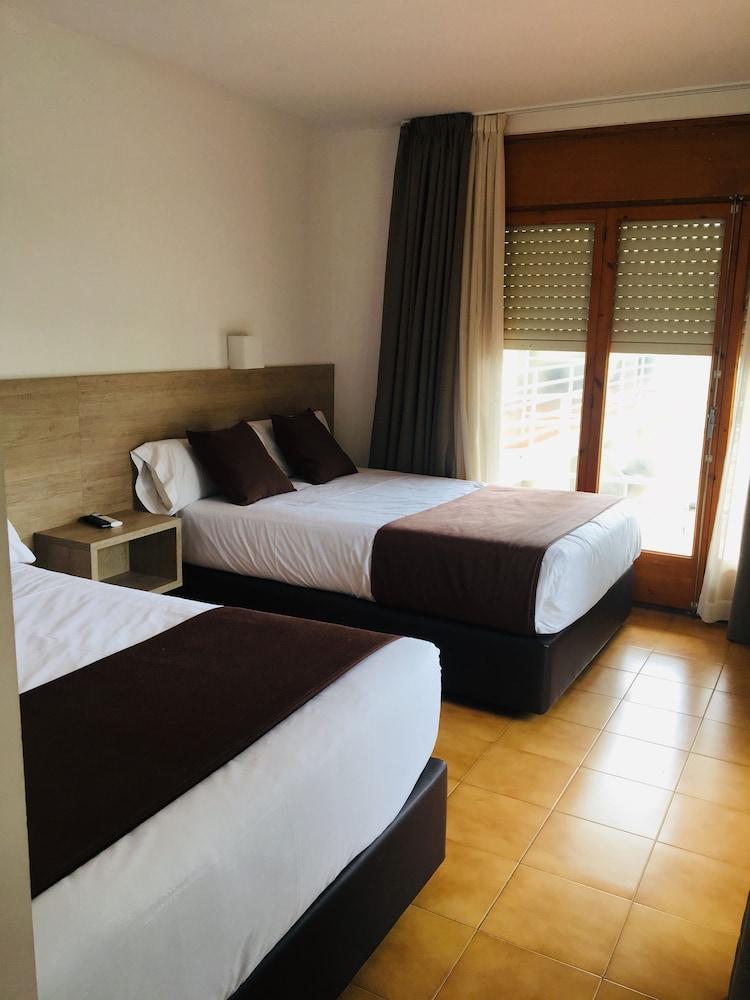 https://i.travelapi.com/hotels/23000000/22740000/22736800/22736771/68da0c10_z.jpg