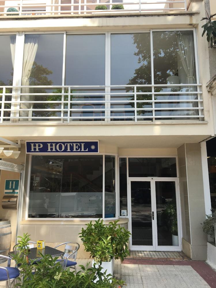 https://i.travelapi.com/hotels/23000000/22740000/22736800/22736771/d3b169ec_z.jpg