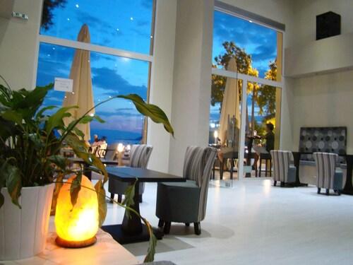 . Maravellia Art Hotel
