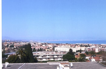 Apartment With one Bedroom in Antibes, With Wonderful sea View, Enclos