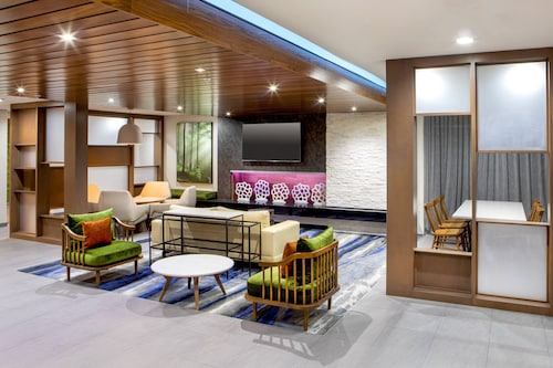 . Fairfield Inn & Suites by Marriott McPherson