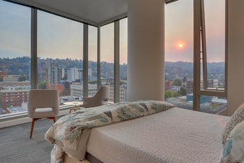 Park Avenue West 1211: West Hills Sunset Apartment 2