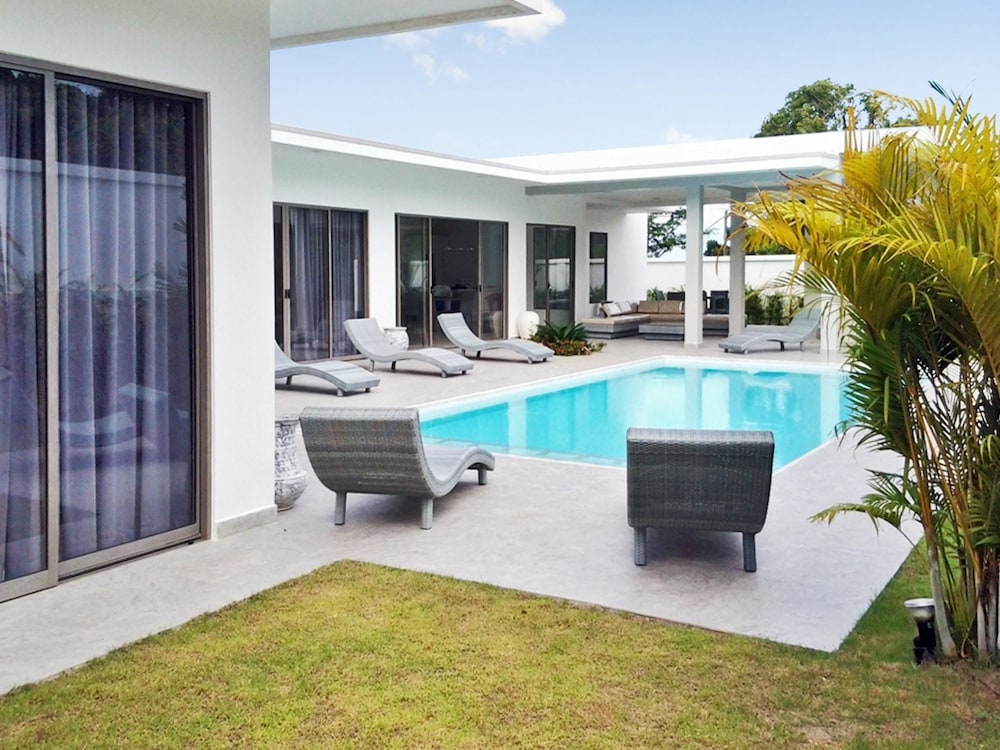 Villa With 3 Bedrooms in Rawai Phuket, With Private Pool, Enclosed Garden and Wifi - 2 km From the B