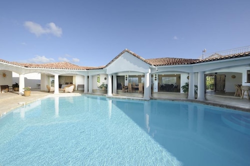 Villa With 5 Bedrooms in Saint Martin, With Wonderful sea View, Privat