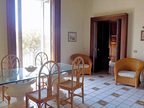 Casa Calla, Salerno