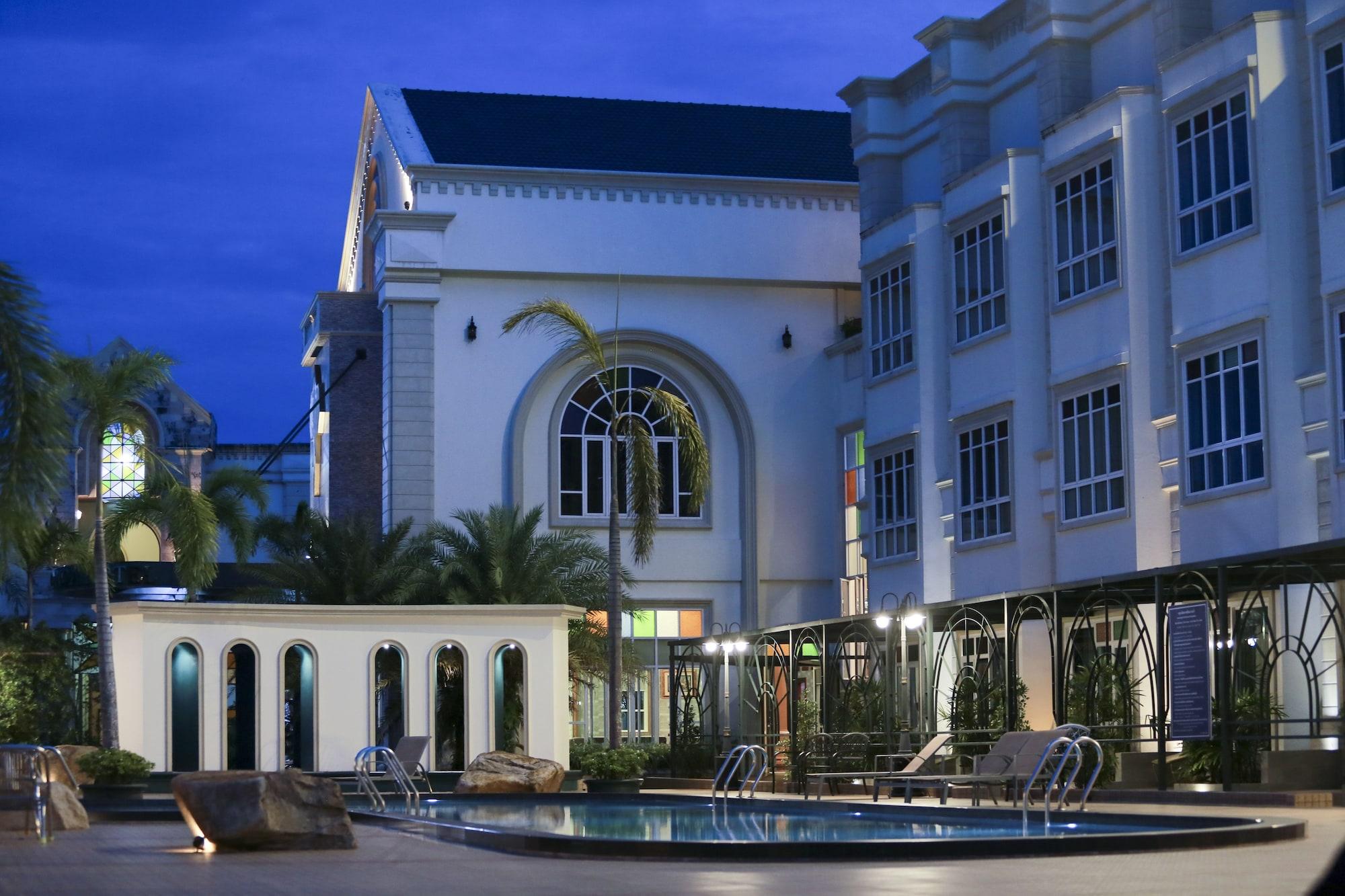 Erawan Hotel, Takua Thung
