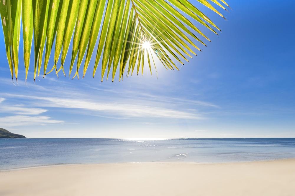 https://i.travelapi.com/hotels/23000000/22810000/22808200/22808149/c7173d46_z.jpg