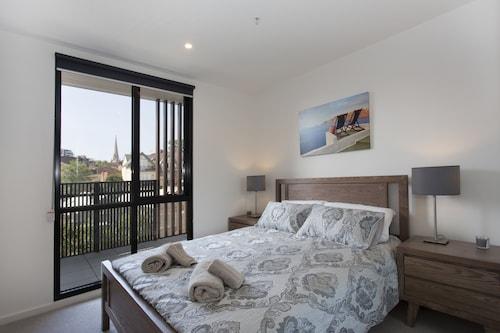 Heart of St Kilda - Infinity Pool + Parking + WIFI, Port Phillip - St Kilda