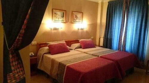 . Hotel Restaurante Salvadora